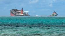 بالصور.. انشطار سفينة سربت أطنانا من النفط قبالة موريشيوس