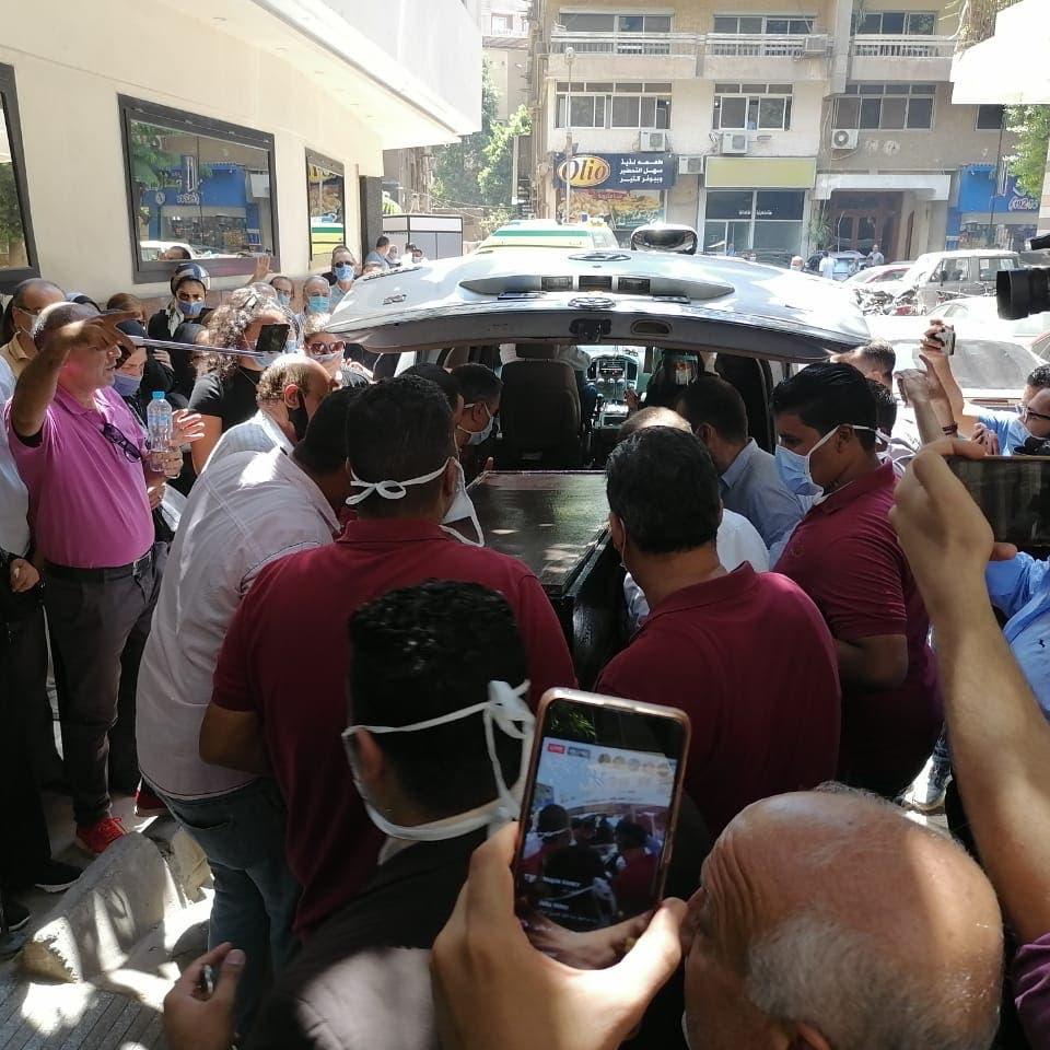 تشييع جثمان شويكار بحضور الفنانين ونجل فؤاد المهندس