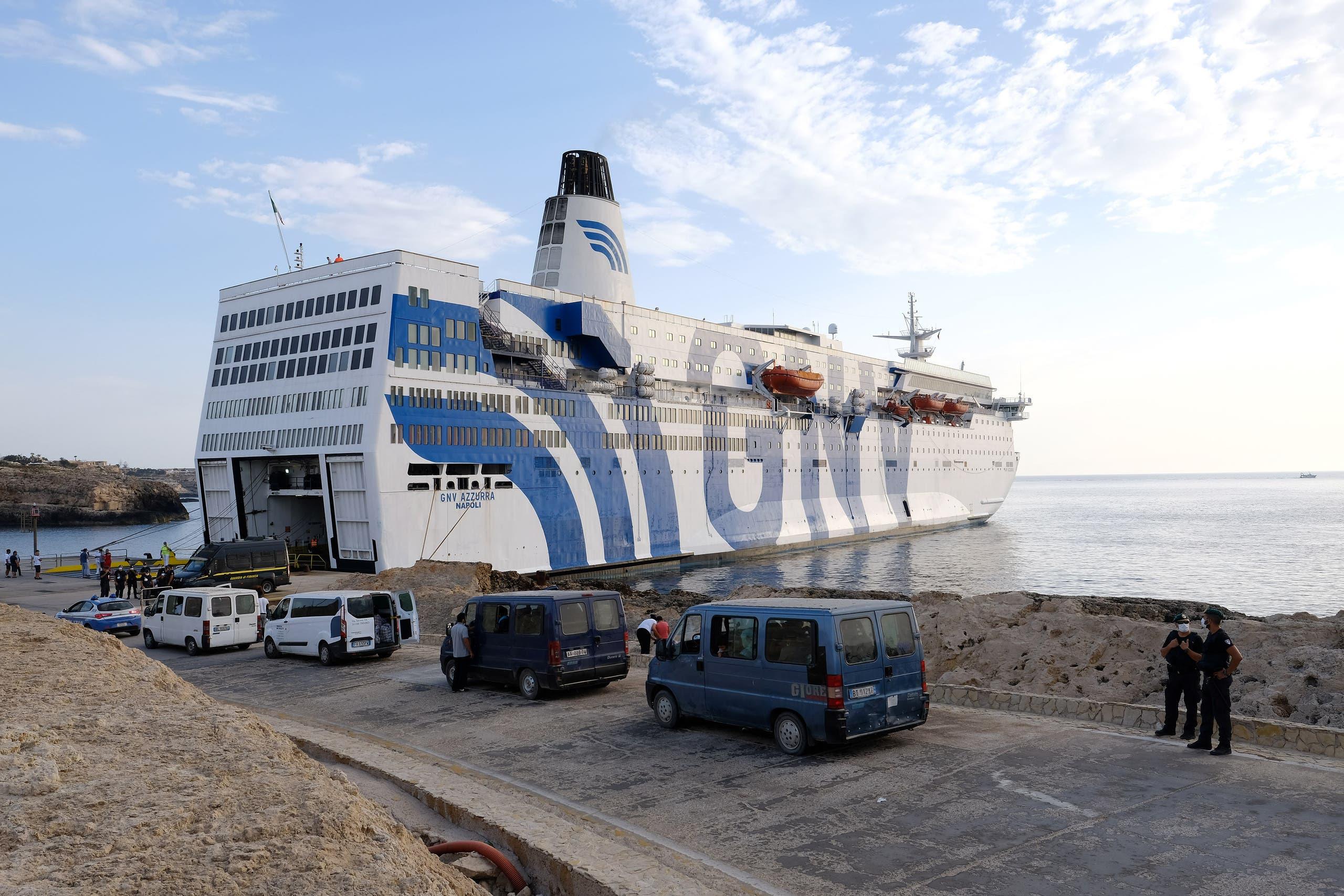 عبّارة للحجر الصحي على شواطئ إيطاليا