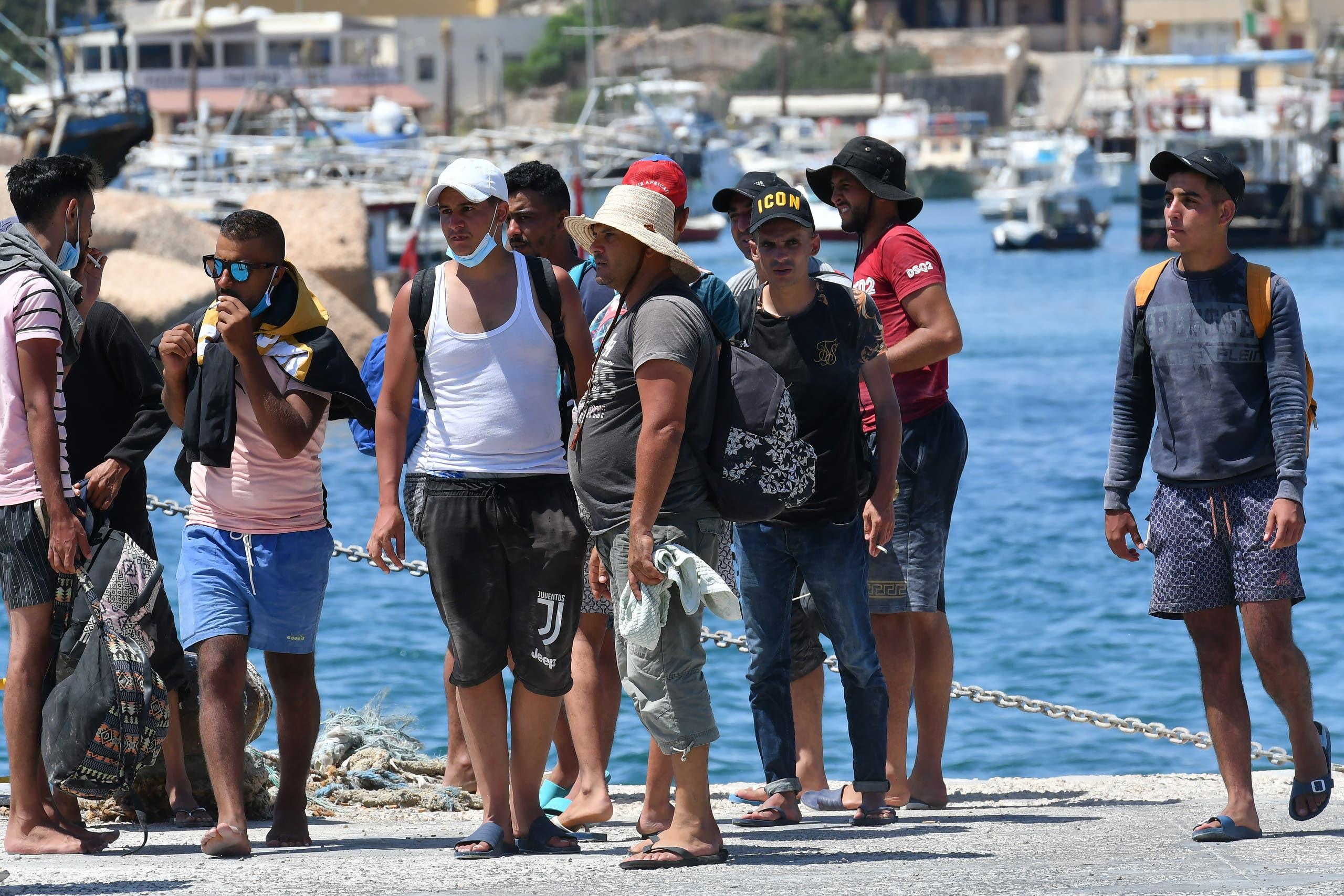 وصول مهاجرين من تونس إلى جزيرة لاميدوزا في أغسطس الماضي