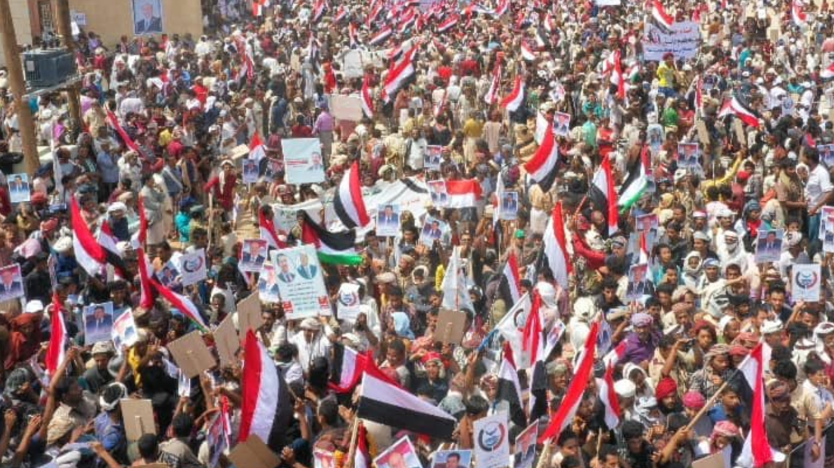 شاهد.. شبوة تنتفض دعما للشرعية وتنديدا بالانقلاب الحوثي