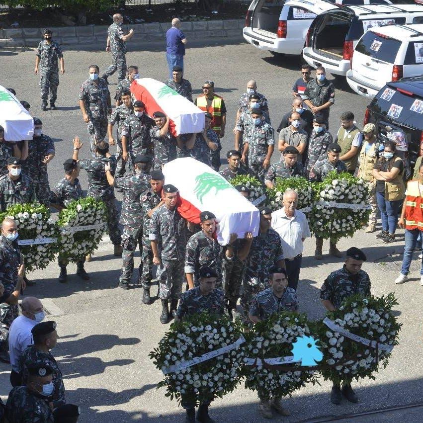 مشهد يفيض حزناً.. الوداع الأخير لضحايا من إطفاء بيروت