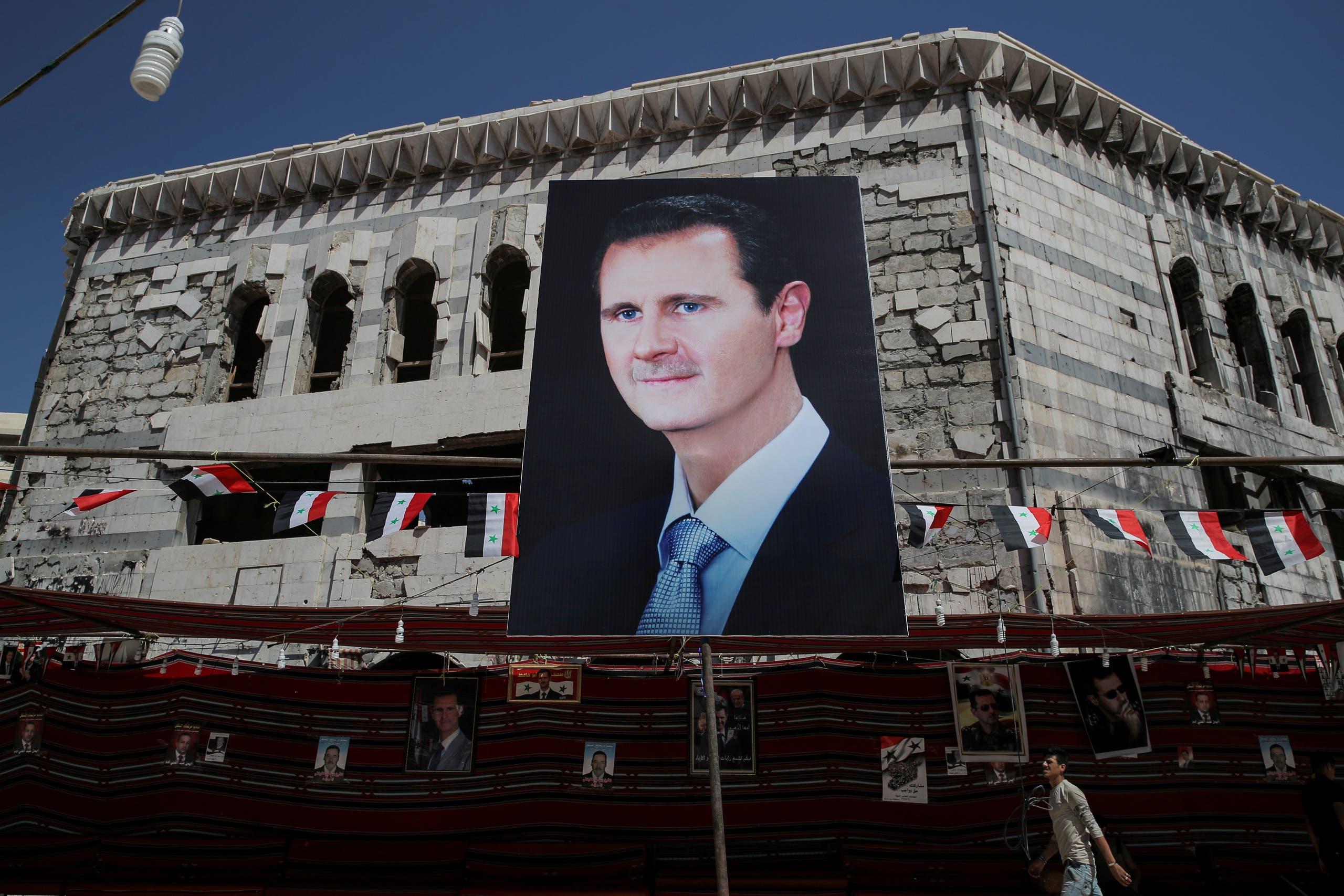 يافطة لبشار الأسد (أرشيفية- رويترز)