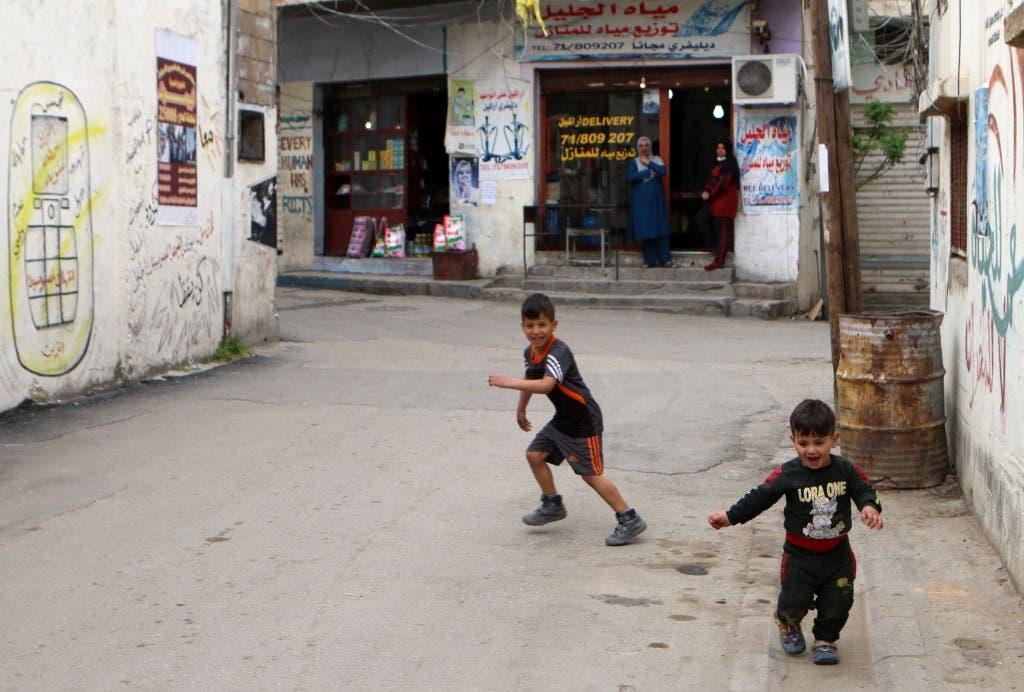 من أحد مخيمات اللاجئين الفلسطينيين في لبنان - فرانس برس