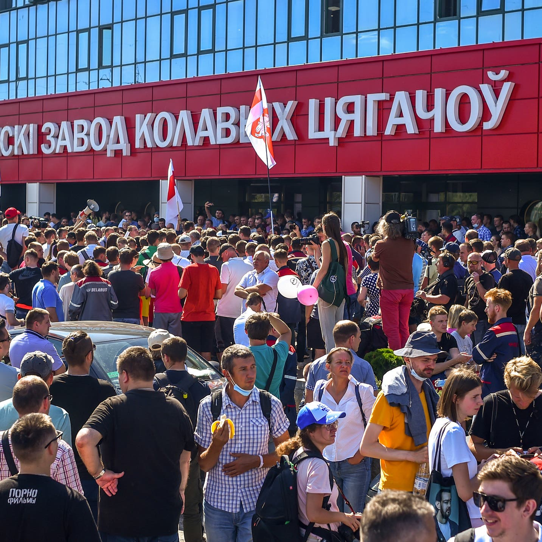 """تظاهرات حاشدة في بيلاروسيا.. وهتافات ضد الرئيس """"ارحل"""""""