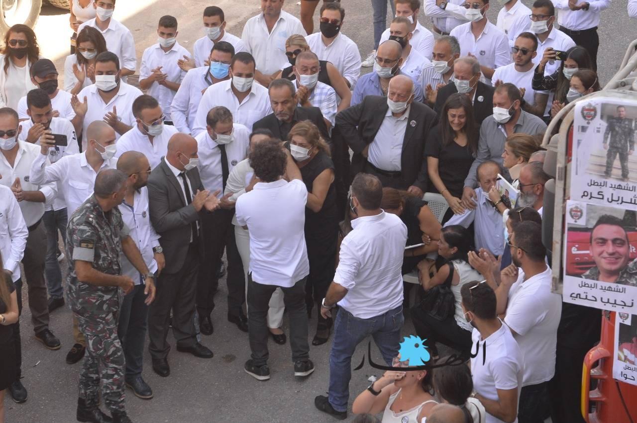 """من التشييع (صورة من """"النهار"""" اللبنانية)"""