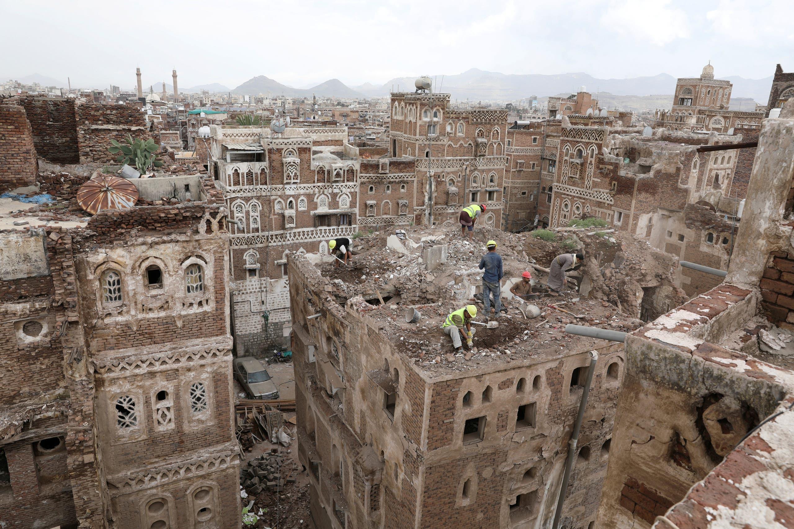 انهيار مبان في صنعاء جراء الأمطار والسيول