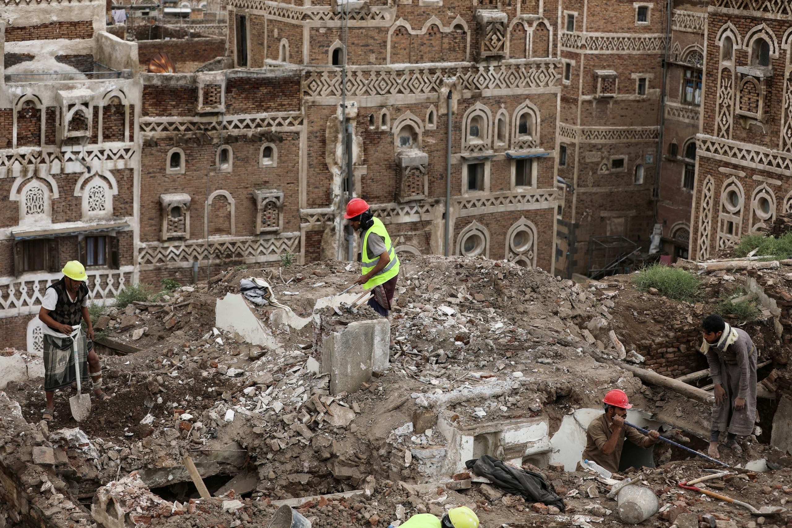 انهيار مبانٍ في صنعاء جراء الأمطار والسيول