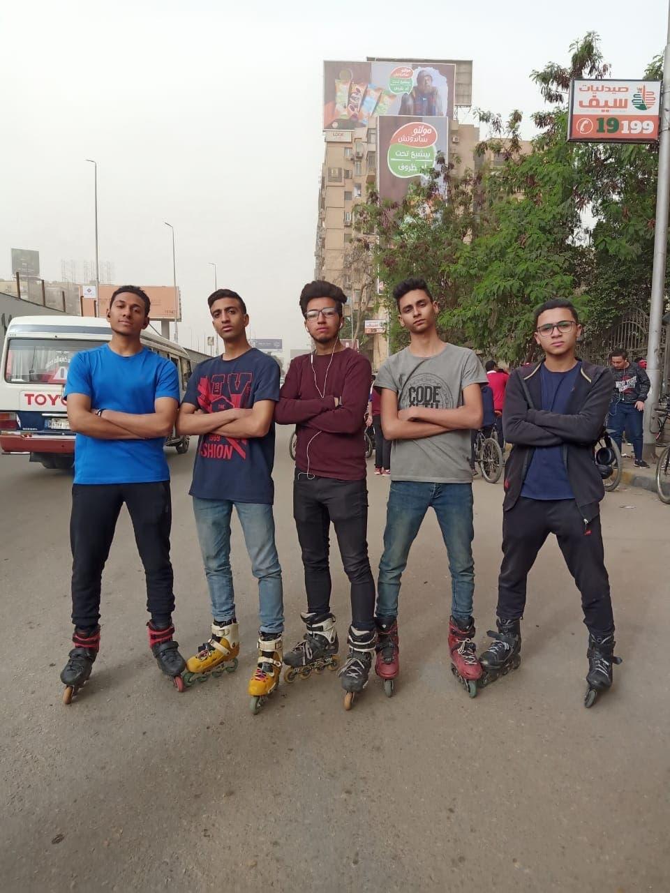 عبدالله إلهامي و مجموعة المتزلجين