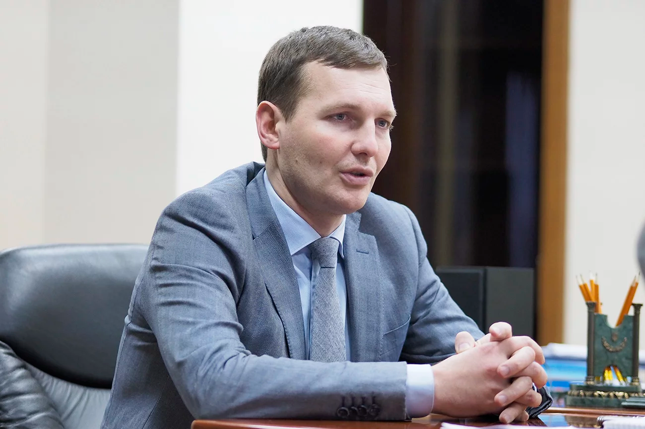 نائب وزير الخارجية الأوكراني يفين ينين