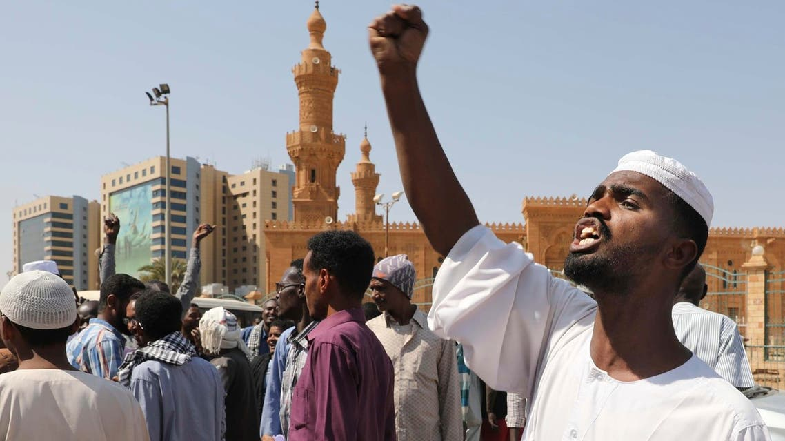 People chant slogans to protest Sudanese President of the Sovereignty Council Abdel Fattah Abdelrahman Burhan's contentious decision to meet Israel's prime minister last week in a move toward normalizing relations, in Khartoum, Sudan on Feb. 7, 2020. (File photo: AP)