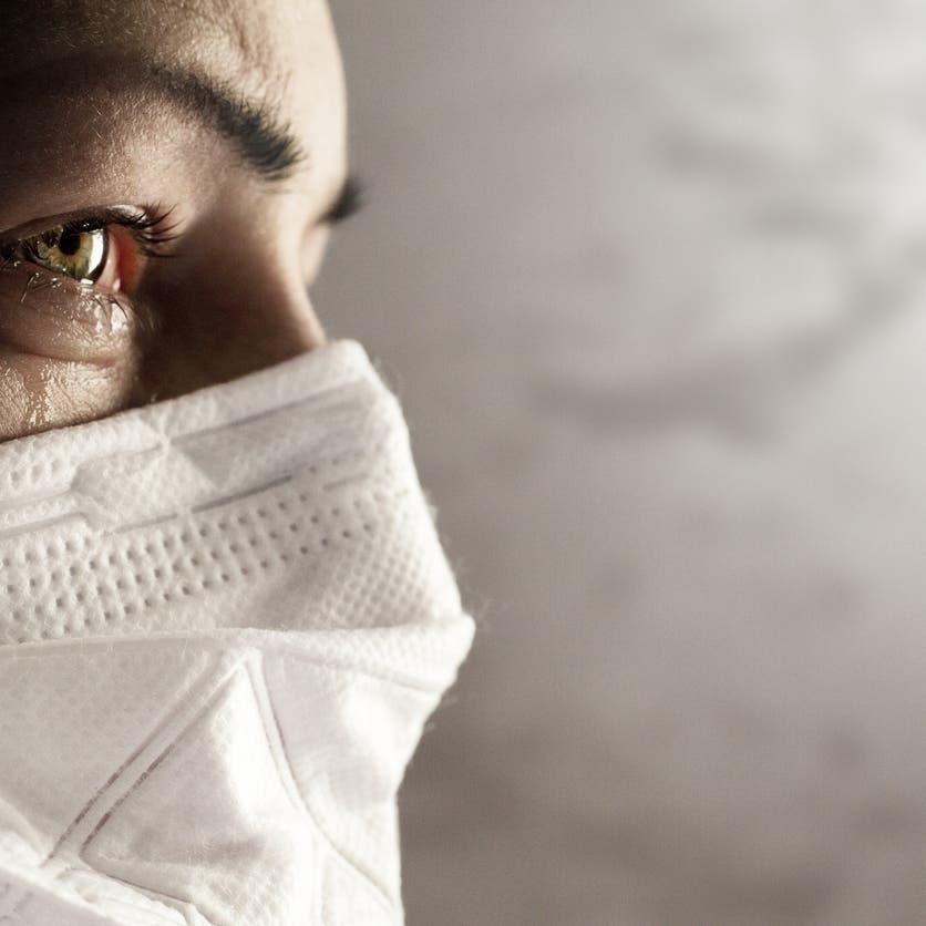 """خبر صادم ينسف نظرية """"المناعة الطبيعية"""" لكورونا"""