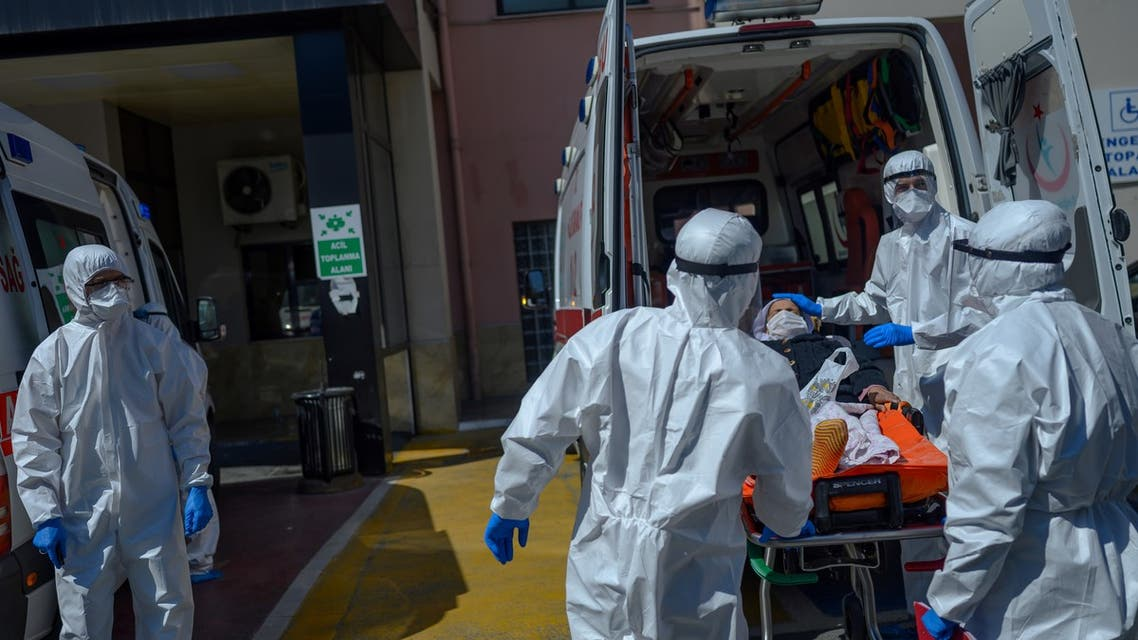 Health workers transport a patient supposed to be infected by the novel coronavirus Covid19 in front of Bagcilar public hospital in Istanbul, on April 28, 2019, in Istanbul.