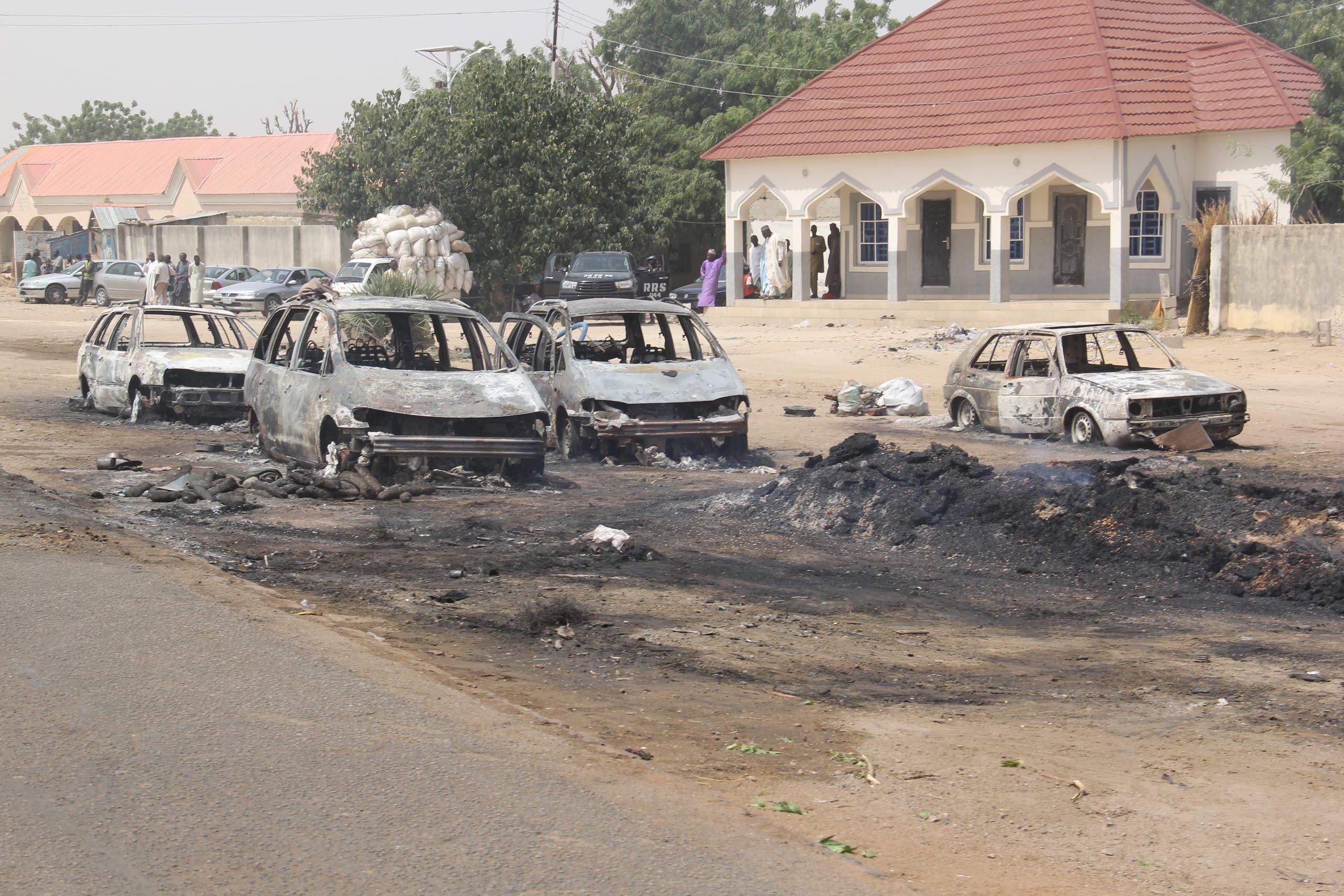 بلدة اجتاحها المتطرفون في نيجريا في فبراير الماضي وأحرقوا سياراتها