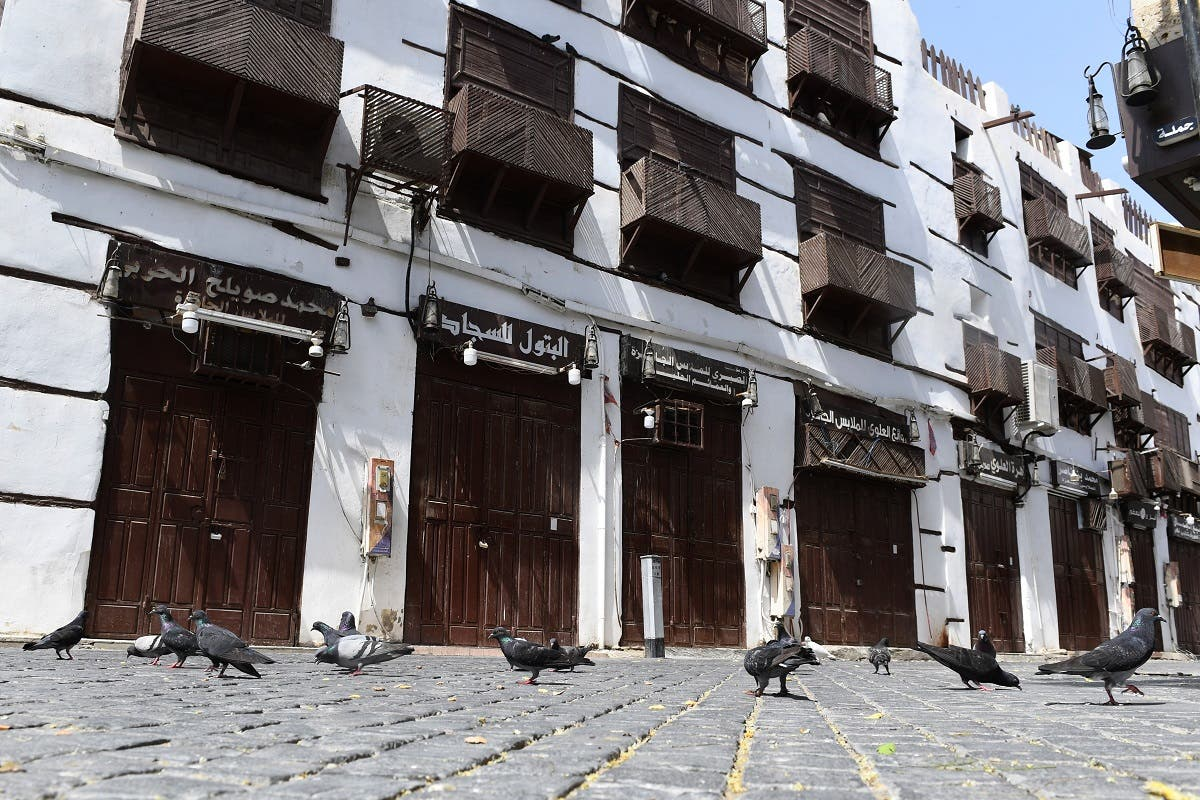 Pigeons gather around closed shops in the old town of Saudi Arabia's Red Sea coastal city of Jeddah on April 2, 2020, as the desert kingdom sealed off several cities, barring people from entering and exiting the capital as well as Jeddah, Mecca and Medina. (File photo: AFP)