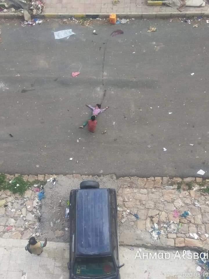 """""""طفلة الماء"""" التي استهدفها قناص حوثي في تعز"""