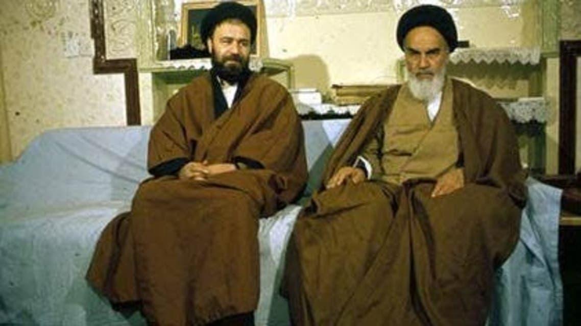 أحمد خميني مع والده روح الله خميني مؤسس الجمهورية الاسلامية والمرشد الايراني الأول