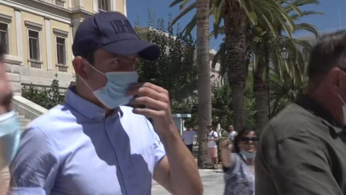 الإفراج عن ماغواير بعد احتجازه في اليونان
