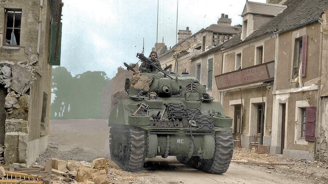 صورة لدبابة أميركية من نوع شيرمان بالحرب العالمية الثانية