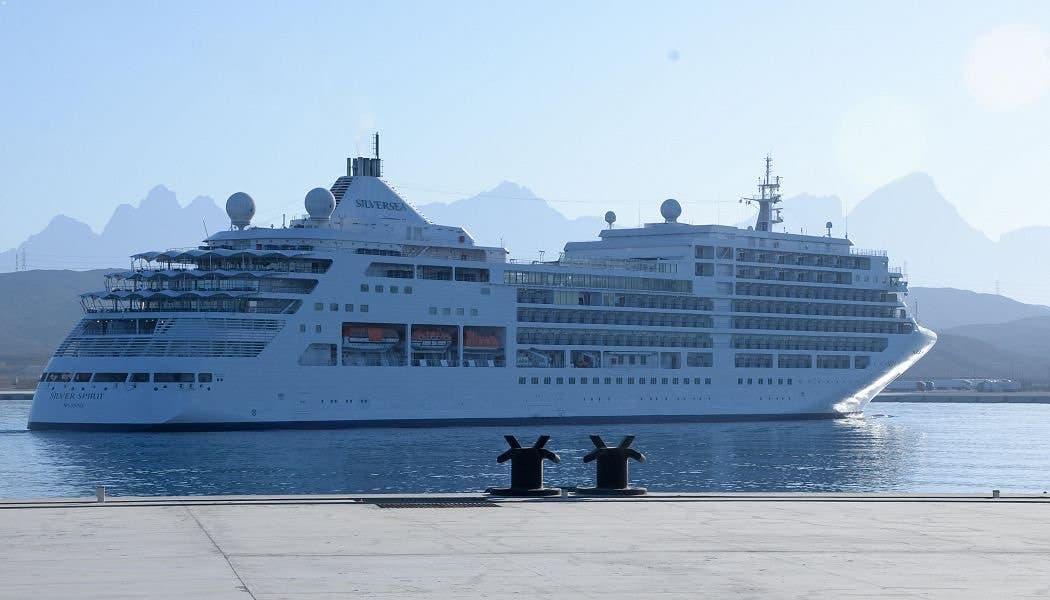 """سفينة """"سيلفر سبيريت"""" في ميناء ضباء"""
