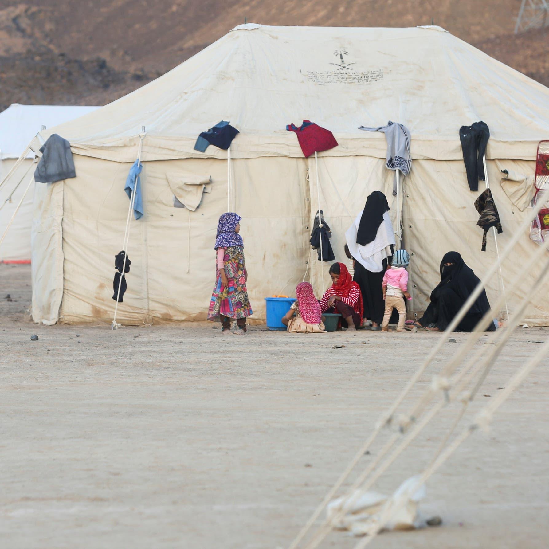 القصف الحوثي يهجّر 1580 عائلة نازحة في مأرب