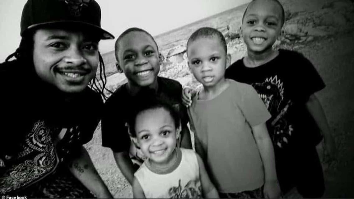 فيديو..-الشرطة-الأمريكية-تطلق-7-رصاصات-في-ظهر-رجل-أسود-أمام-أولاده-2