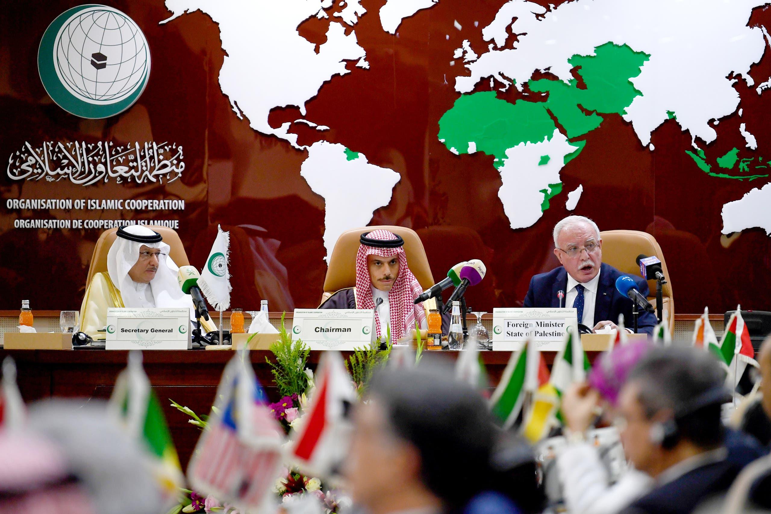 وزير الخارجية الفلسطيني يلقي كلمة خلال قمة لمنظمة التعاون الإسلامي في جدة في فبراير الماضي