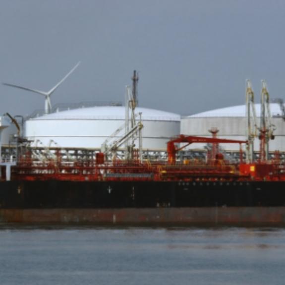 بعد النفي.. إيران تشتكي مصادرة شحناتها المتجهة لفنزويلا