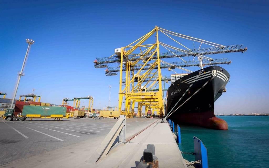 سفينة ترسو بميناء الملك عبدالله