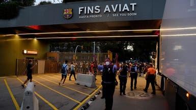 بالصور.. اقتحام مكاتب نادي برشلونة بسبب انتقال ميسي