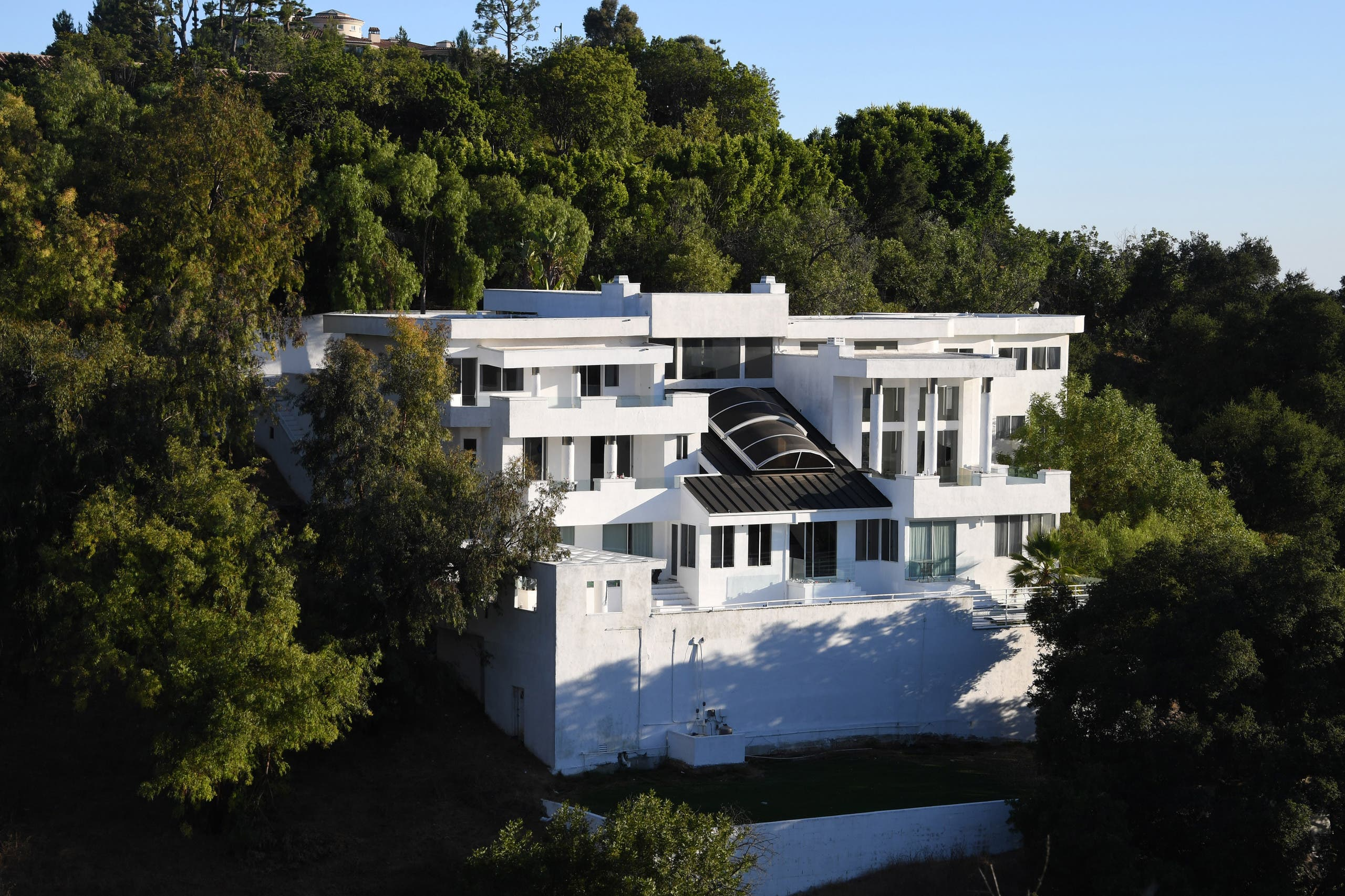 The mansion Palazzo Beverly Hills, where a large party was held in defiance of coronavirus-related health order and ended in a fatal shooting on August 3, is seen on Mulholland drive on August 6, 2020 in Los Angeles, California. (AFP)