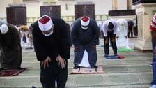 شاهد.. المصريون يؤدون أول صلاة جمعة بالمساجد بعد إغلاق كوورنا