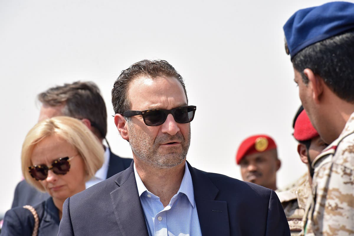 US Assistant Secretary of Near Eastern Affairs David Schenker talks with a Saudi army officer during a visit at military base in Al-kharj in Saudi Arabia, Sept. 5, 2019. (AFP)
