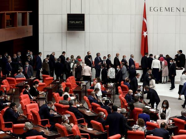 الائتلاف الحاكم بتركيا يسعى لصرامة أكبر تجاه إنشاء الأحزاب