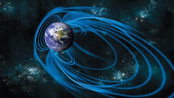 حركة غير عادية تحت أقدامنا.. تُزيح الحقل المغناطيسي للأرض