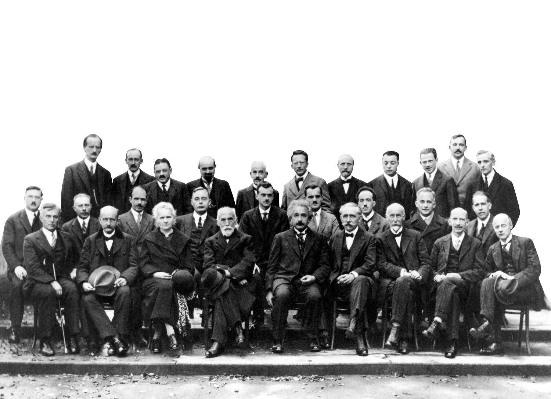 أبرز العلماء في مؤتمر سولفاي في بروكسل وهو المؤتمر العالمي الخامس للفيزياء
