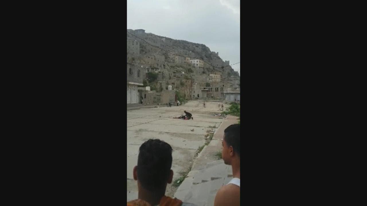 قناص حوثي يقتل إمرأة بقرية الشقب شرق تعز (أرشيفية)