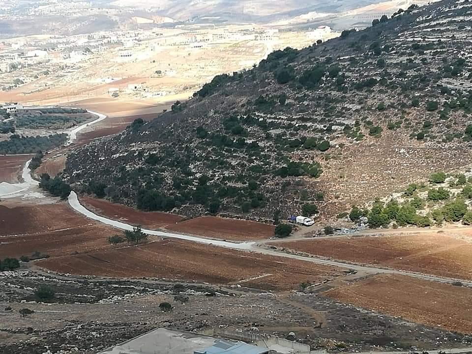 من الحدود اللبنانية