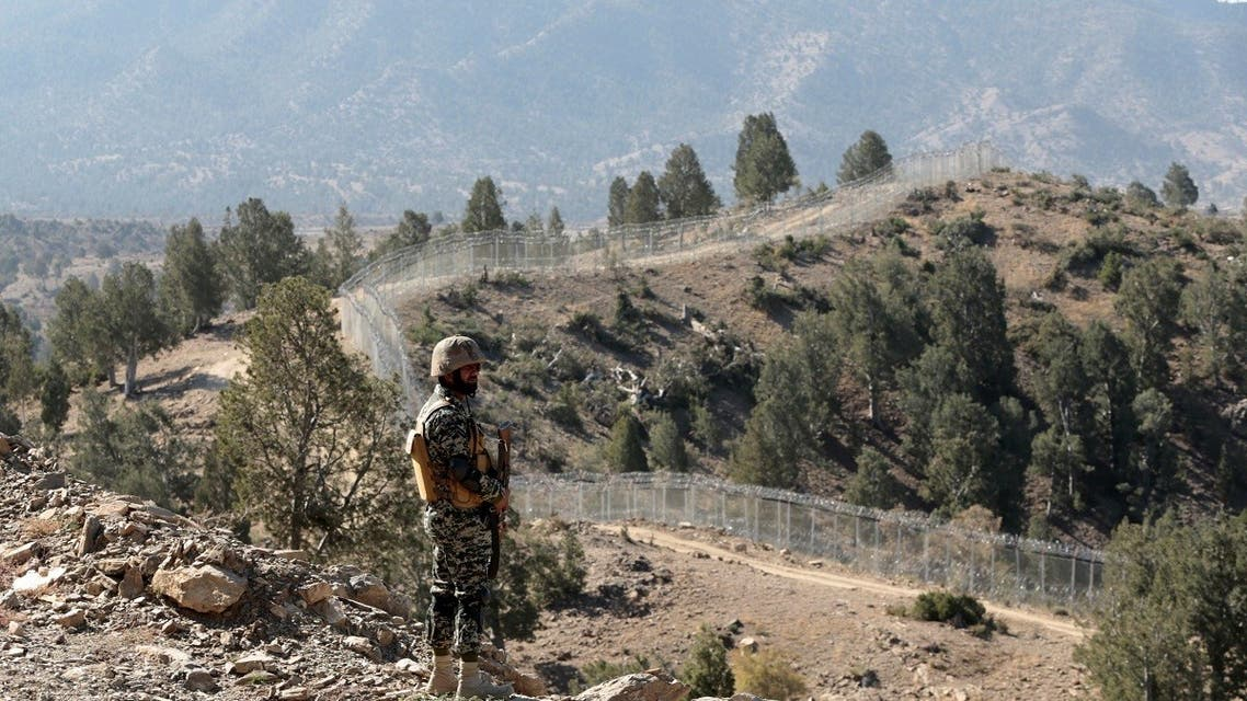 A Pakistani soldier stands guard along the border fence at the Angoor Adda outpost on the border with Afghanistan in South Waziristan, Pakistan. (File photo: Reuters)