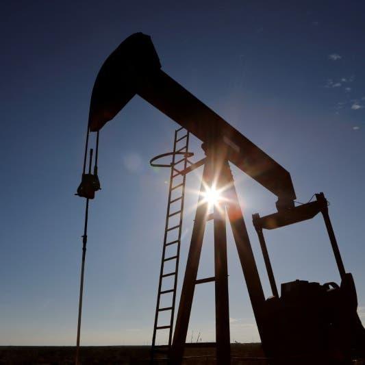 النفط يخسر 5% وسط مخاوف من زيادة المعروض