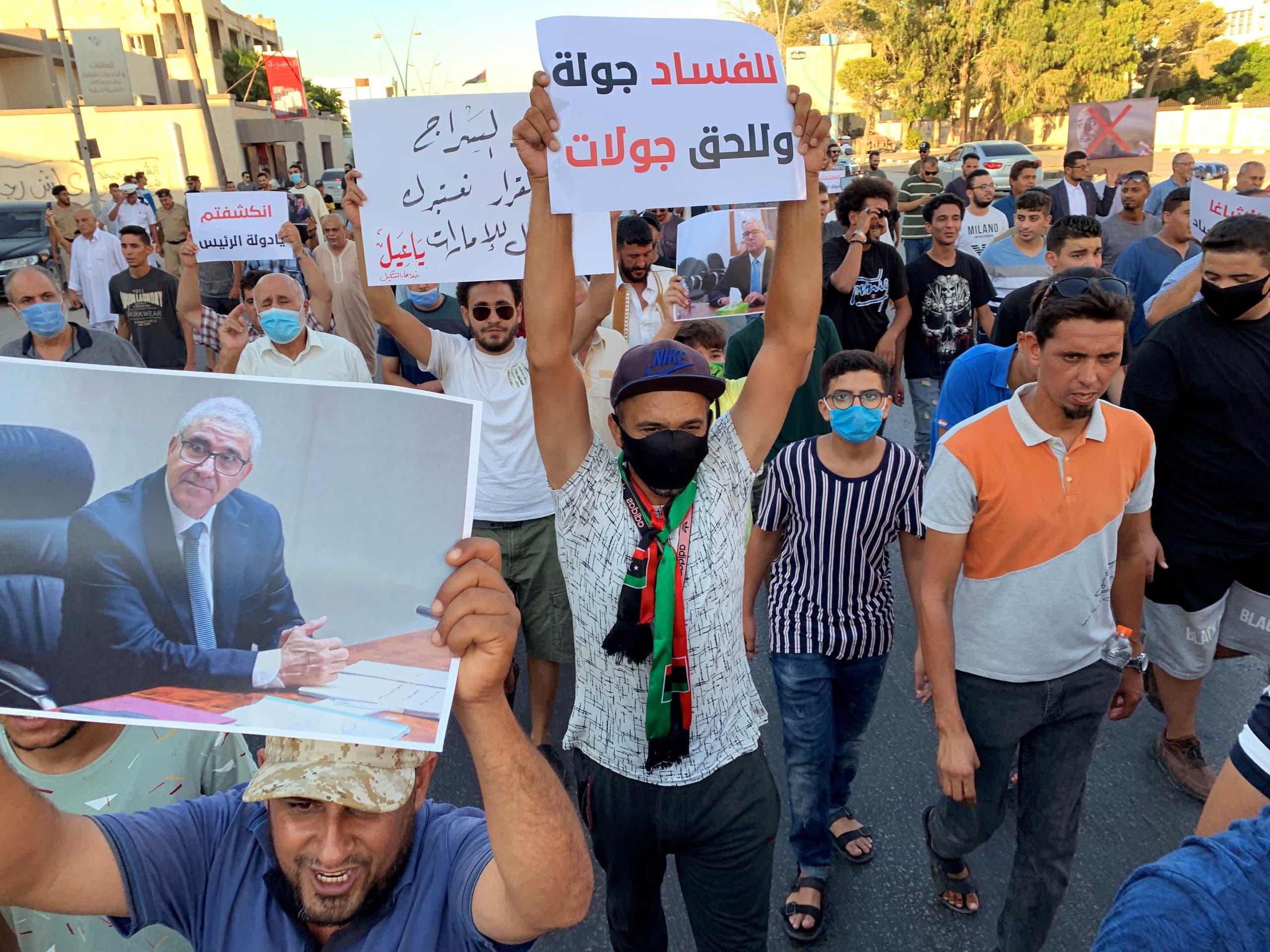 حامیان وزیر کشور فاتی باشاگا در مصراته (بایگانی)