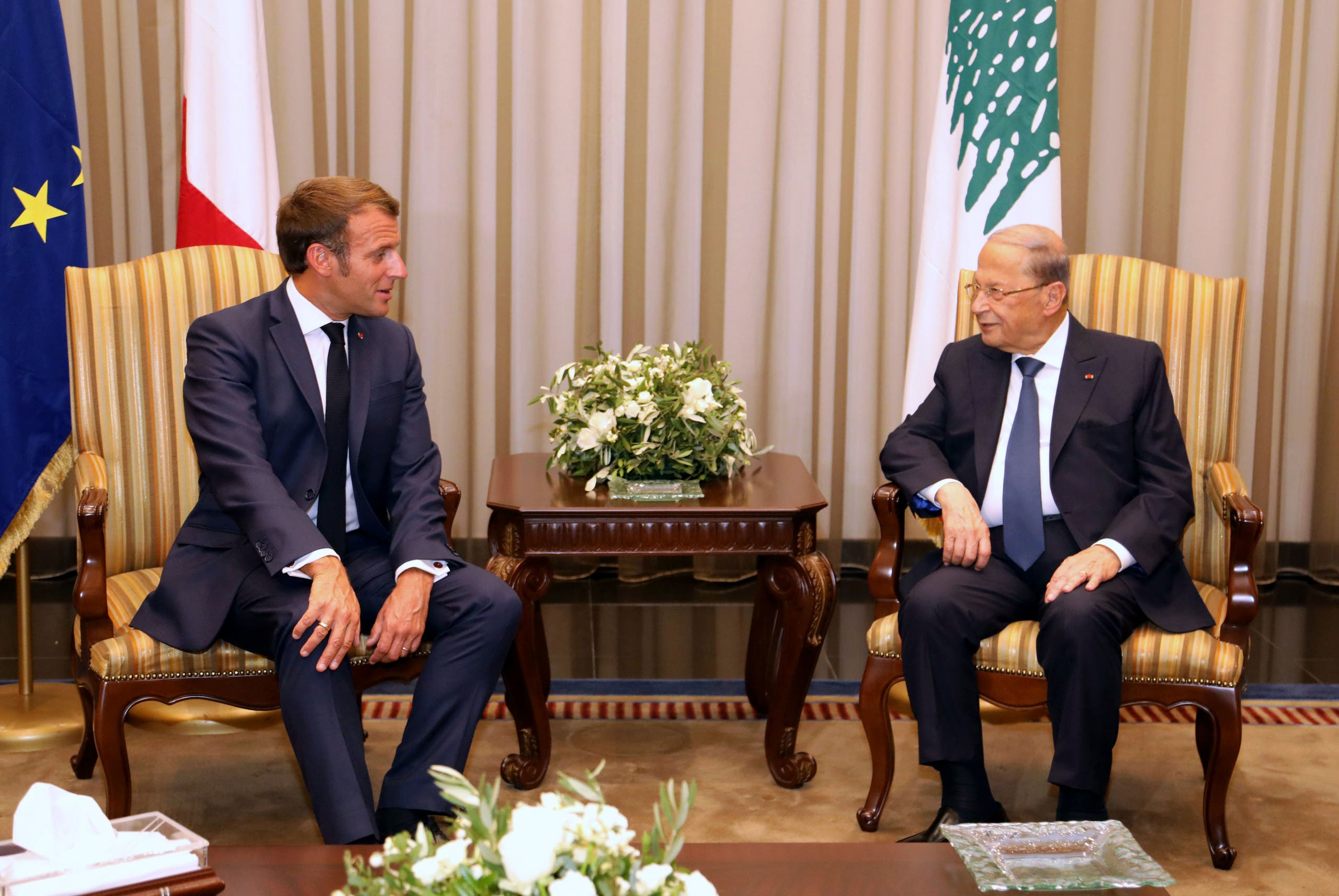 ماكرون مع الرئيس اللبناني ميشيل عون