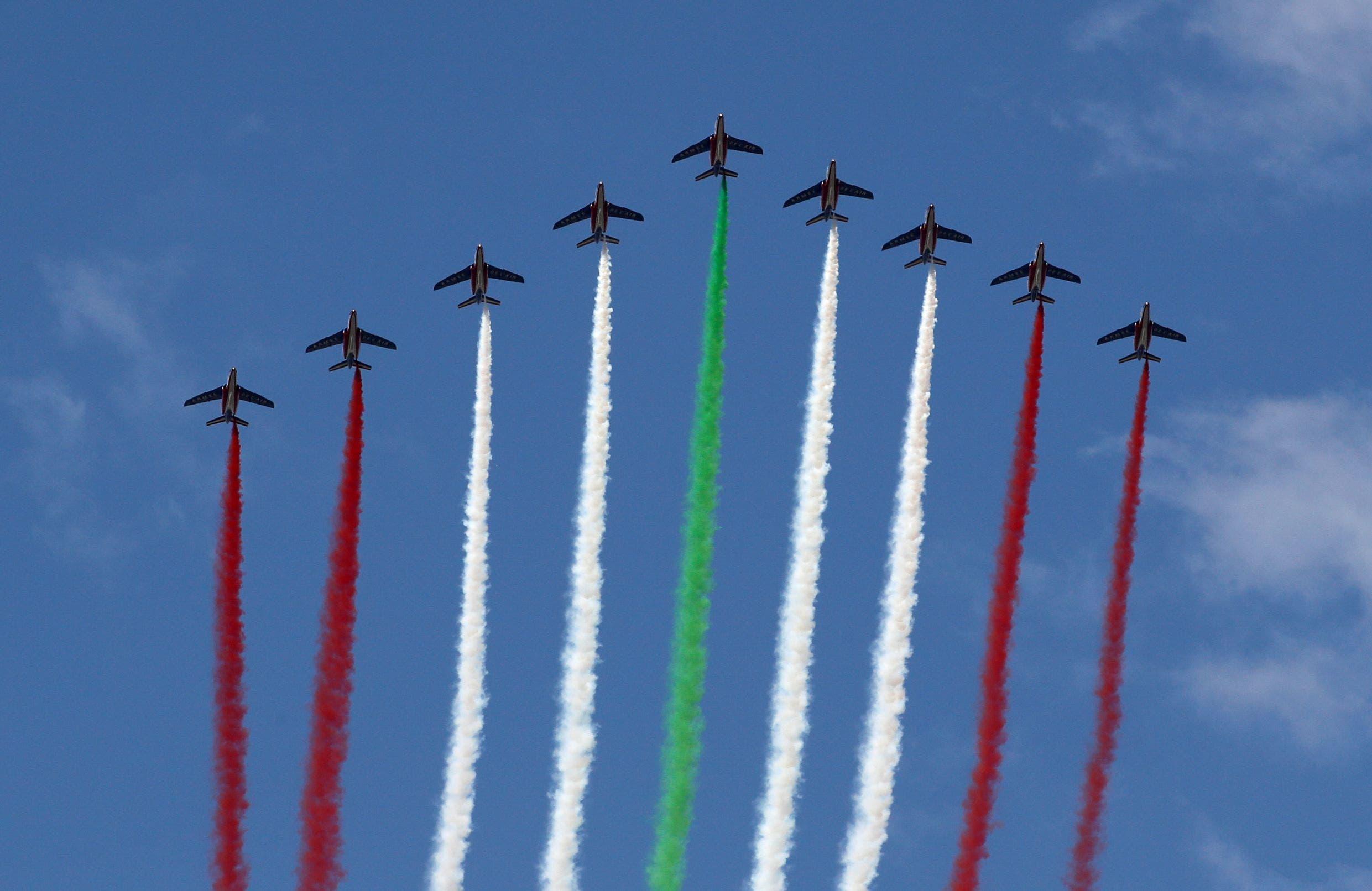 العلم اللبناني بطائرات فرنسية