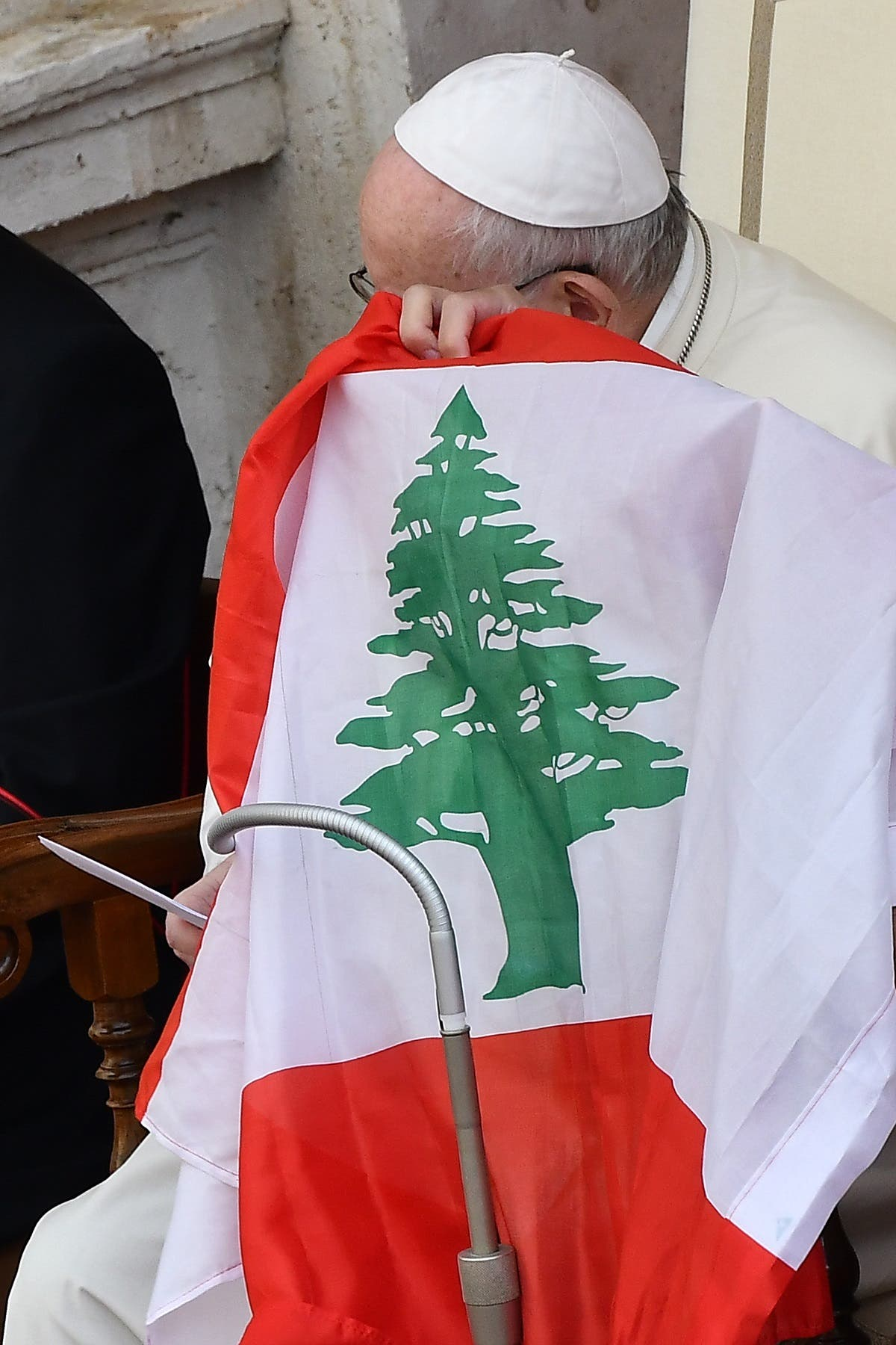 Pope Francis holds Lebanon's flag as he makes a statement about the situation in the country, during a limited public audience at the San Damaso courtyard in The Vatican, Sept. 2, 2020. (AFP)