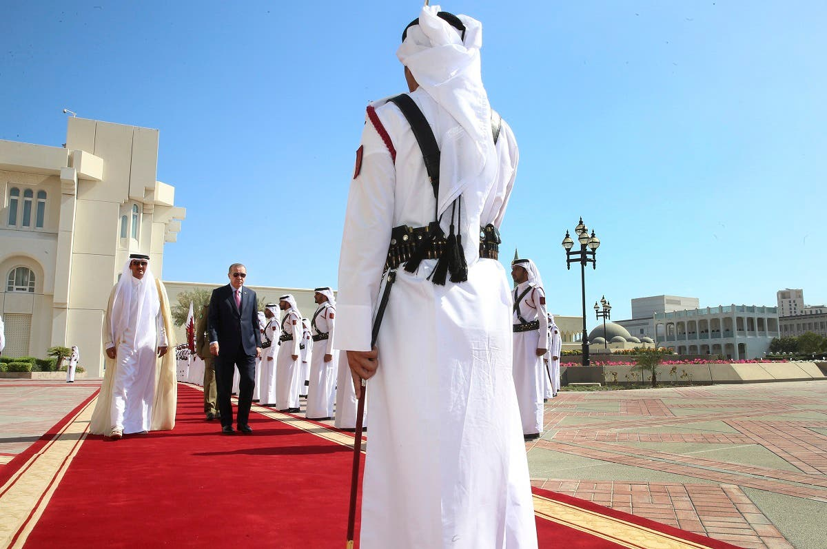 Turkey's President Recep Tayyip Erdogan, second left, walks with the Emir of Qatar Sheikh Tamim bin Hamad Al Thani, left, as they review an honour guard during the welcome ceremony in Doha, Qatar. (File photo: AP)