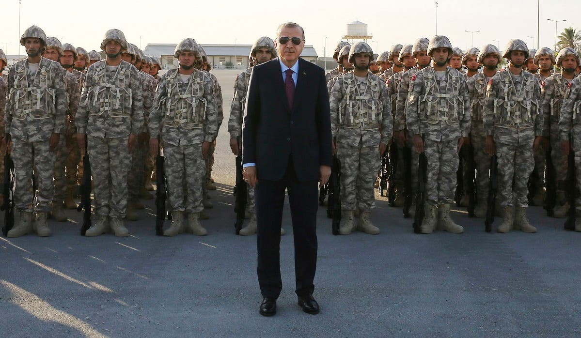 Turkey's President Recep Tayyip Erdogan, center, poses for photographs with Turkish Armed Forces's soldiers, during his visit at the Qatari-Turkish Armed Forces Land Command Base in Doha, Qatar. (File photo: AP)