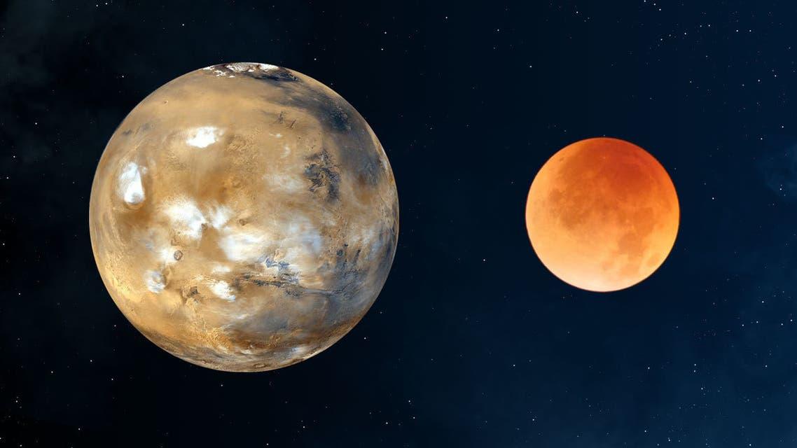 القمر والمريخ