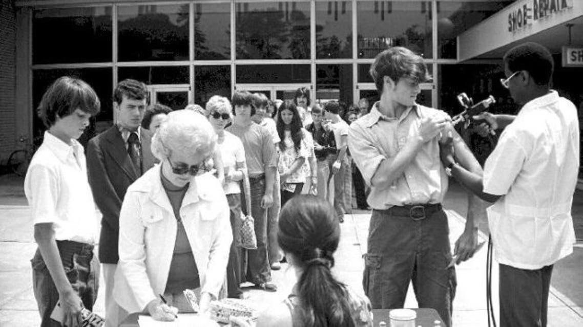 صورة لعمليات التلقيح عام 1976