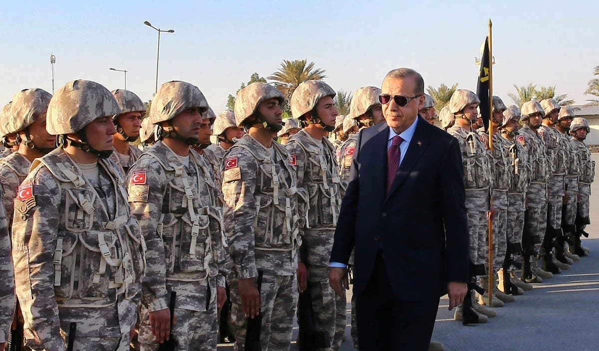 Turkey's President Recep Tayyip Erdogan, right, visits Turkish Armed Forces's soldiers, during his visit at the Qatari-Turkish Armed Forces Land Command Base in Doha, Qatar. (File photo: AP)