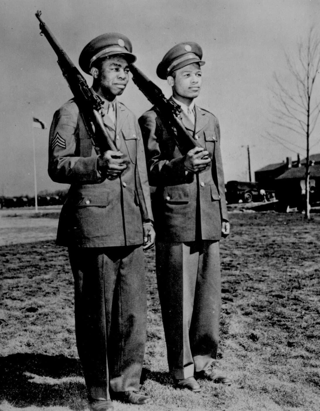 صورة لجنود سود شاركوا بالحرب العالمية الثانية